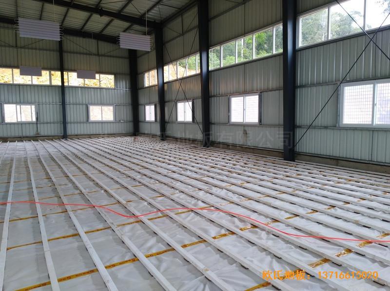 巴布亚新几内亚羽毛球馆体育木地板施工案例