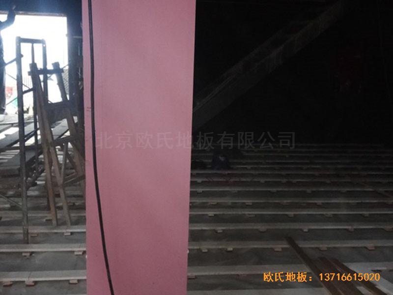 河北承德滦平一中升降舞台体育木地板施工案例